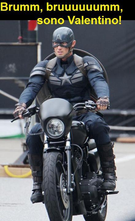 Vignetta con Captain America sulla moto che dice brum brum sono Valentino Rossi