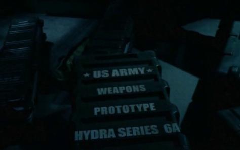 Scena dal film Attacco al potere, casse con arma segreta Hydra 6