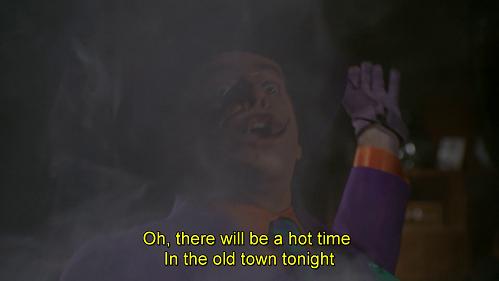 Oh, che notte di fuoco vicino a te Antoine, che notte infuocata! Battuta dal doppiaggio di Batman 1989