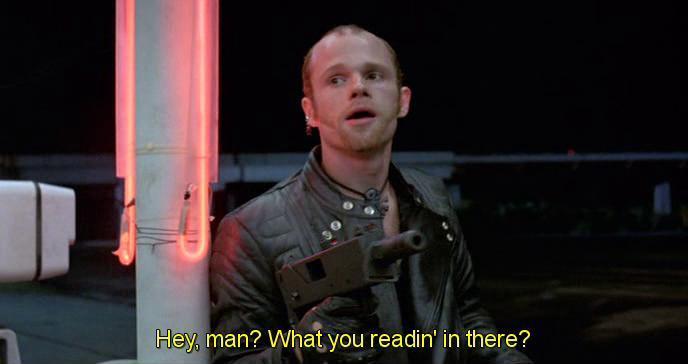 Scena da Robocop 1987. Ehi bamboccio, che stai leggendo?