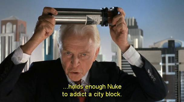Presidente della OCP che tiene in mano la droga Nuke