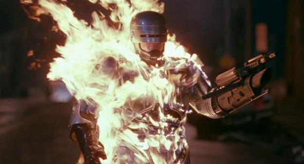 Robocop avvolto dalle fiamme, dal film Robocop 3
