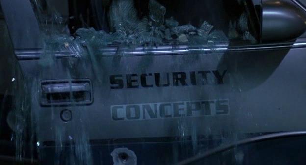 Insegna Security Concepts sull'auto della OCP da Robocop 3