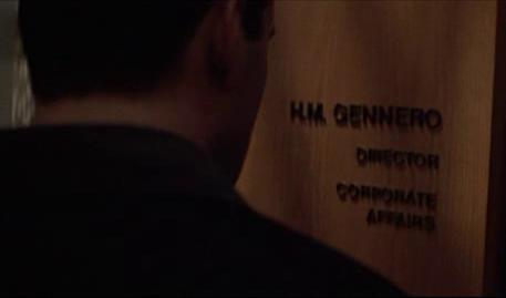L'insegna sulla porta di Holly Gennaro legge H. M. Gennero