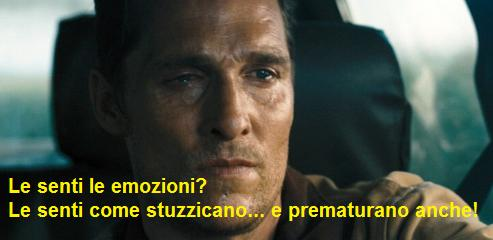 Scena dal film Interstellar dove Matthew McConaughey piange mentre una vignetta parafrasa il film Amici Miei: le senti le emozioni? Le senti come stuzzicano e prematurano anche?
