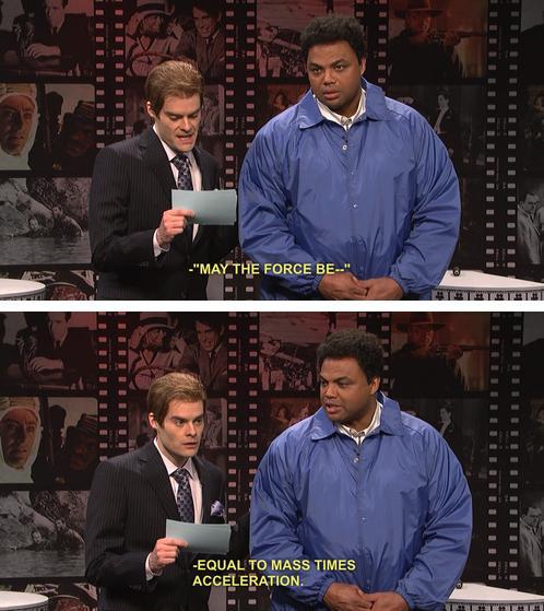 Scena da un quiz televisivo dove il presentatore chiede di completare la frase: che la forza sia...; il concorrente risponde: la massa per l'accelerazione