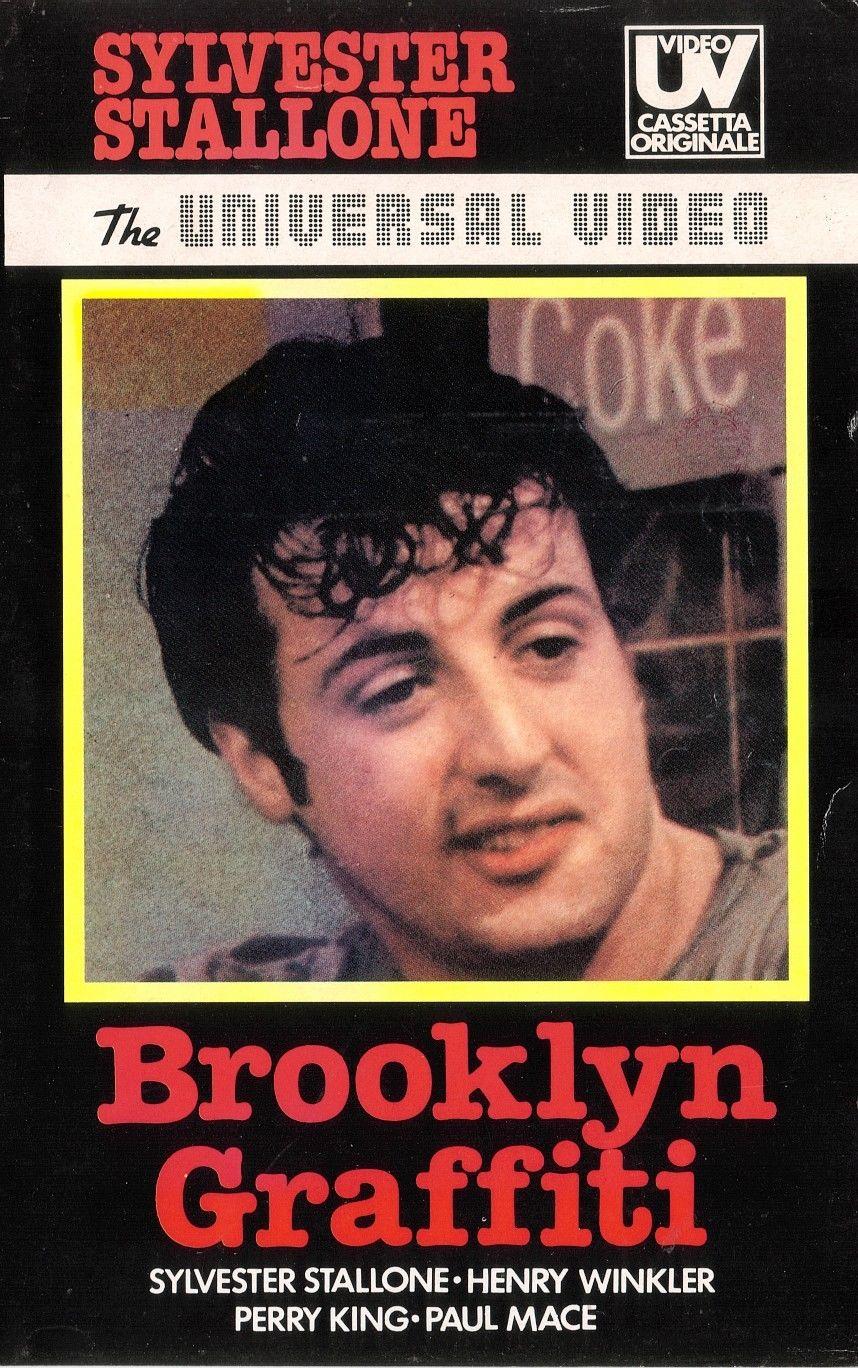Sylvester Stallone, quasi scritto nelle stesse dimensioni del titolo