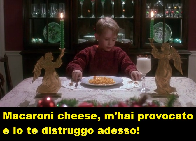 Kevin che si appresta a mangiare un piatto di macaroni cheese accompagnato da un bicchiere di latte. La vignetta dice: Macaroni cheese, m'hai provocato e io te distruggo adesso. Ad imitazione della famosa frase di Alberto Sordi.