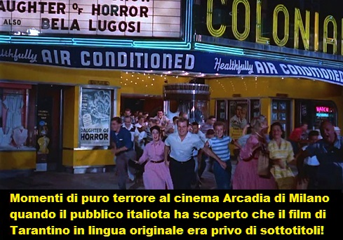 scena dal film The Blob, la fuga dal cinema