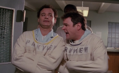 Scena in Ghostbusters 2, Peter Venkman e Ray in camicia di forza