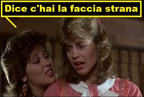 Linda Hamilton in Terminator nel ruolo di cameriera, la collega che le parla dice in una vignetta: dice c'hai la faccia strana