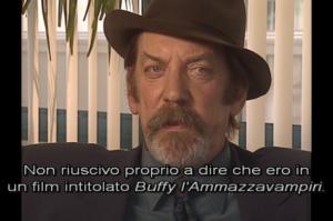 Donald Sutherland nei dietro le quinte di Buffy L'ammazzavampiri dove rivela di vergognarsi di partecipare ad un film con un simile titolo