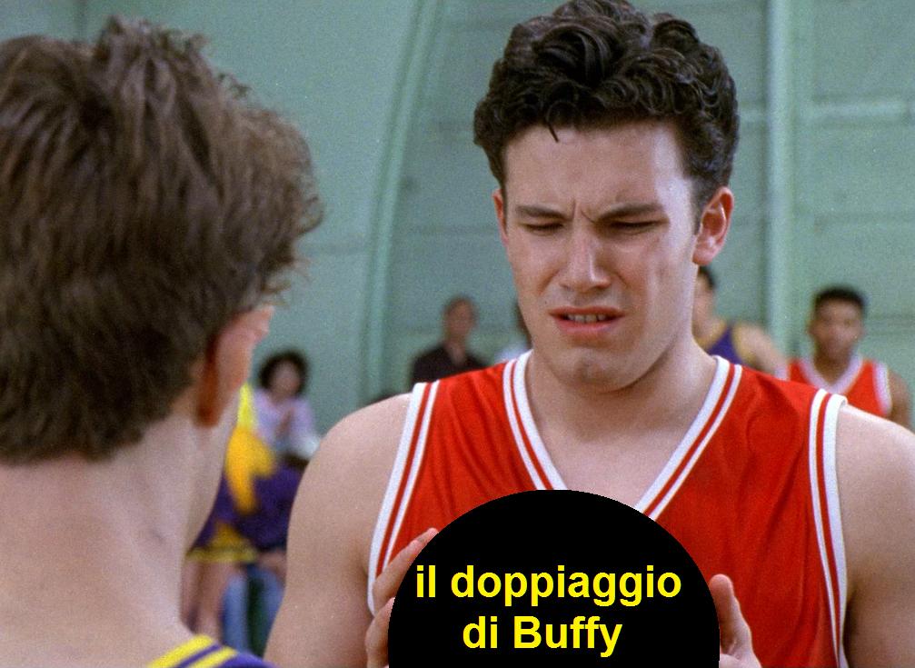 Ben Affleck che guarda disgustato un pallone con la vignetta che legge: il doppiaggio di Buffy