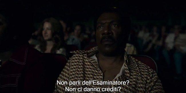Scena della proiezione di Prima pagina al cinema, nel film Dolemite is my name. Examiner diventa L'esaminatore