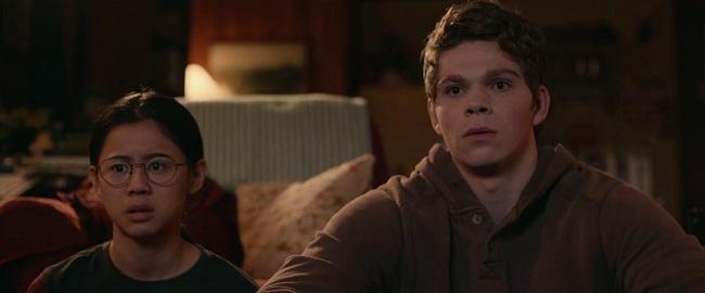Facce sbalordite degli attori nel film L'altra metà (2020)