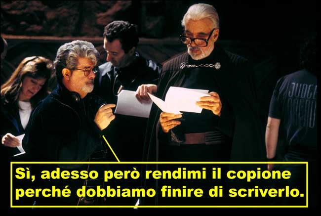 George Lucas insieme a Christopher Lee sul set di Star Wars Episodio II l'attacco dei cloni, vignetta sul copione ancora da scrivere