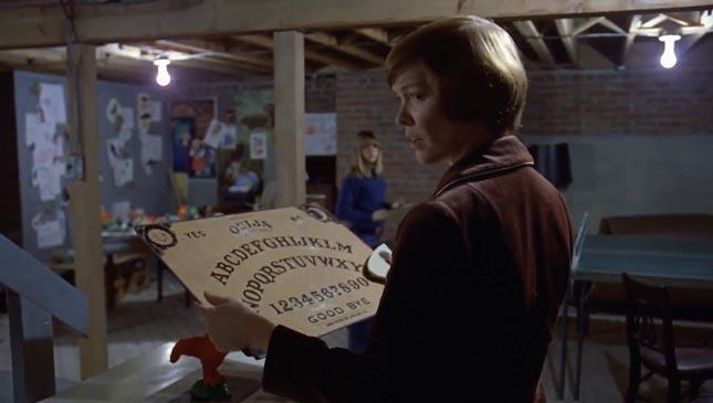 Scena della tavoletta ouija da film L'esorcista del 1973