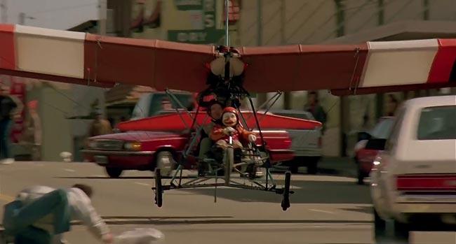 Howard il papero che vola con un ultraleggero nel film Howard e il destino del mondo