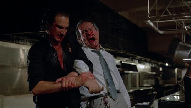 Steven Seagal che spezza il braccio a Henry Silva in Nico