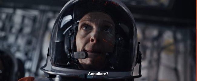 Scena dal film Estraneo a bordo dove nel doppiaggio abort è tradotto come aborto invece che annullamento