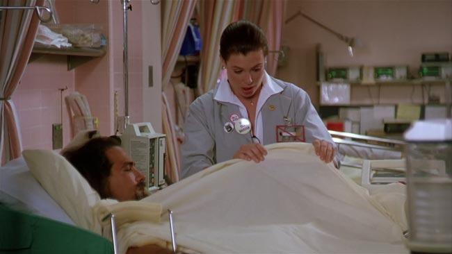 Scena dal film Duro da uccidere, Kelly LeBrock guarda il pisello di Seagal