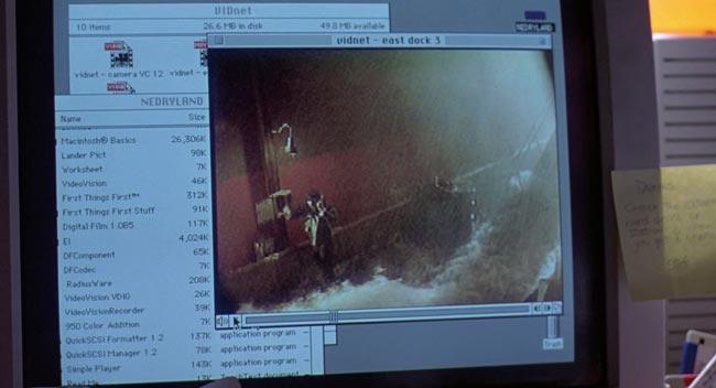 Scena della diretta video con il cospiratore al molo, dal film Jurassic Park