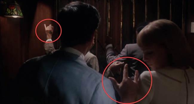 Scena in Rosemary's Baby dove compare il gesto delle corna